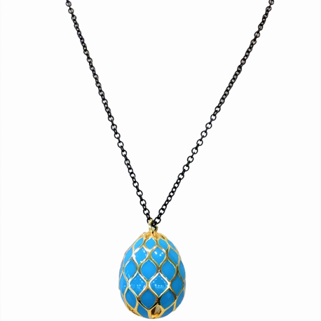 Necklase with egg and special fastening