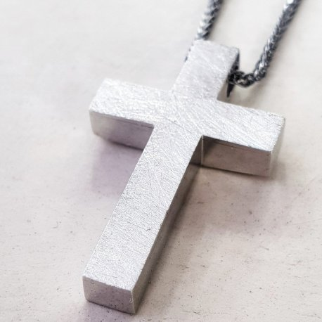 CROSS WHITE GOLD K18 WITH BLACK CHAIN